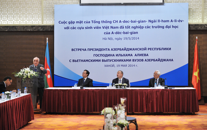 President Aliyev meets with Vietnamese students educated in Azerbaijan (PHOTO) - Gallery Image