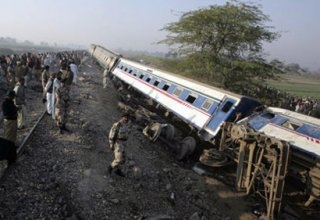 At least 3 dead after Indian train derails in Uttar Pradesh