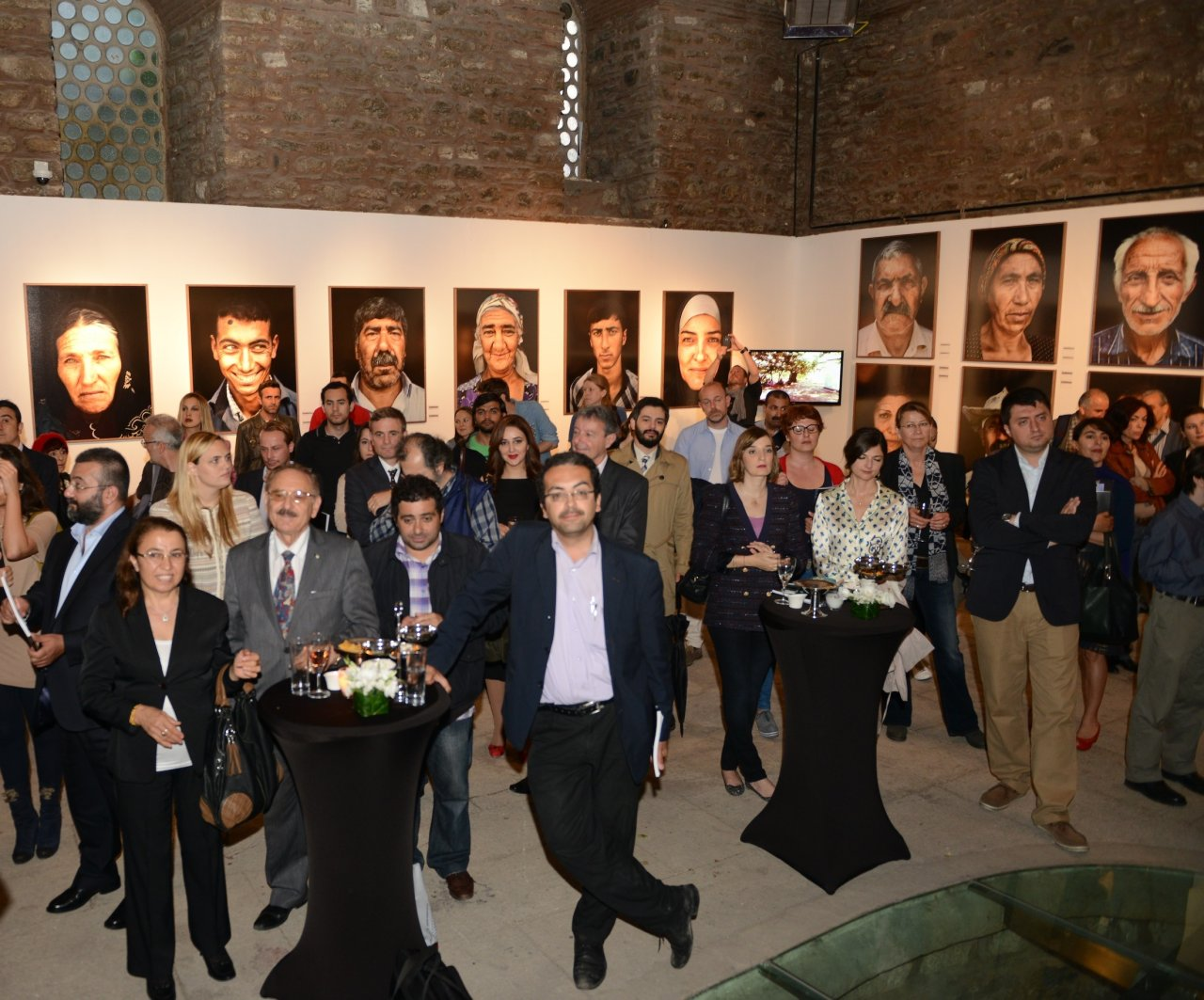 Istanbul hosts photo exhibition dedicated to Nagorno-Karabakh conflict's victims (PHOTO)