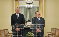 President Ilham Aliyev and Greek President Karolos Papoulias made statements for the press - Gallery Thumbnail