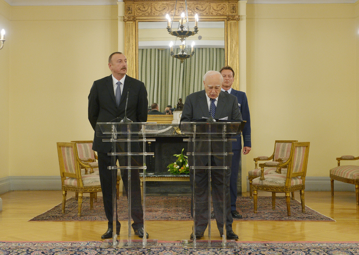 President Ilham Aliyev and Greek President Karolos Papoulias made statements for the press - Gallery Image