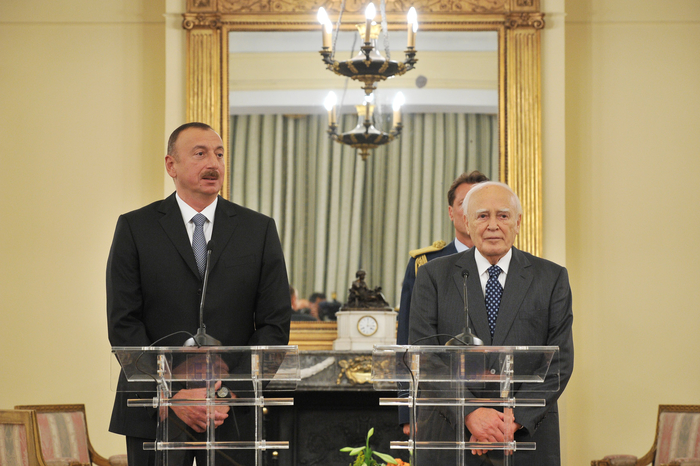 President Ilham Aliyev and Greek President Karolos Papoulias made statements for the press