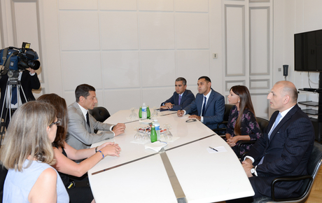 Azerbaijan's first lady meets with Cannes mayor (PHOTO) - Gallery Image