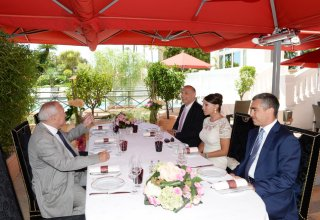 Azerbaijan's first lady meets former mayor of France's Cannes city (PHOTO)