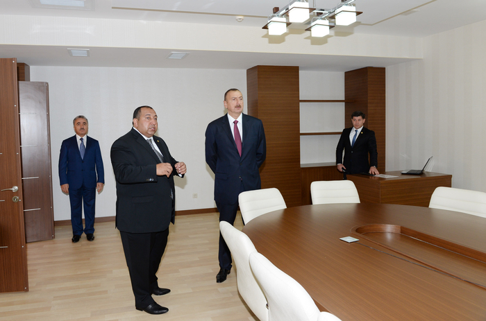 Azerbaijani president reviews new office building of Khizi District executive authority