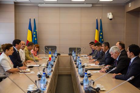 Azerbaijan, Romania discuss prospects of military-technical cooperation