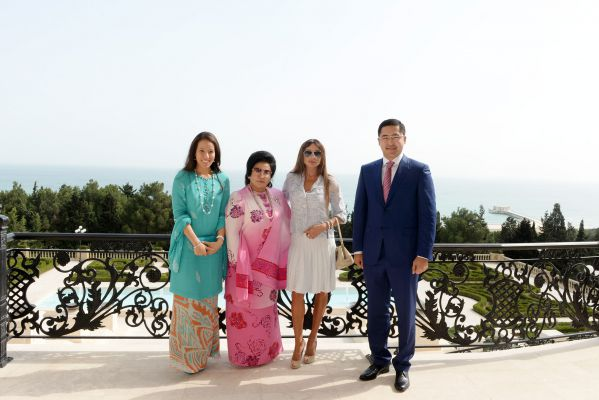 Azerbaijani first lady meets spouse of Malaysian PM (PHOTO) - Gallery Image