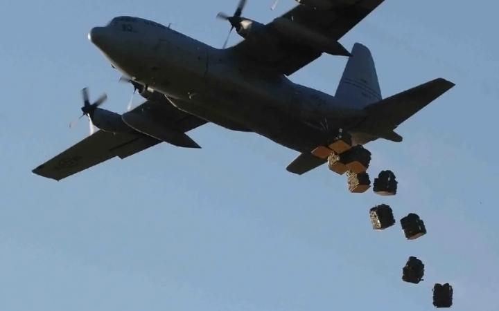 US airdropped weapon, medical aid for Kurdish defenders in Kobani