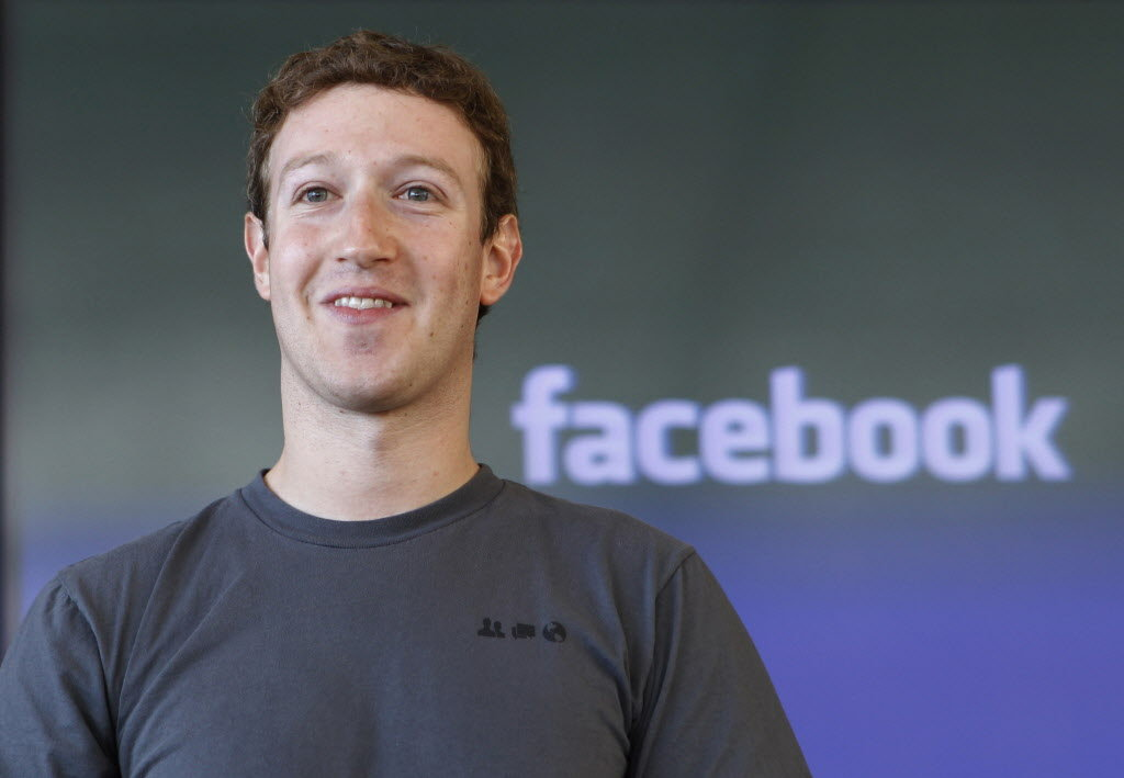 Mark Zuckerberg announces project to connect refugee camps to the Internet