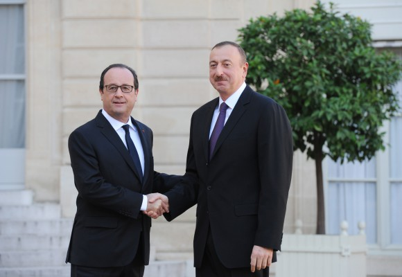 Azerbaijani, French presidents stress need to change status quo in Karabakh conflict