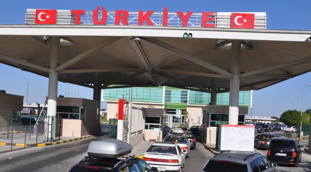 10,000 people banned from entering Turkey for ties with ISIS