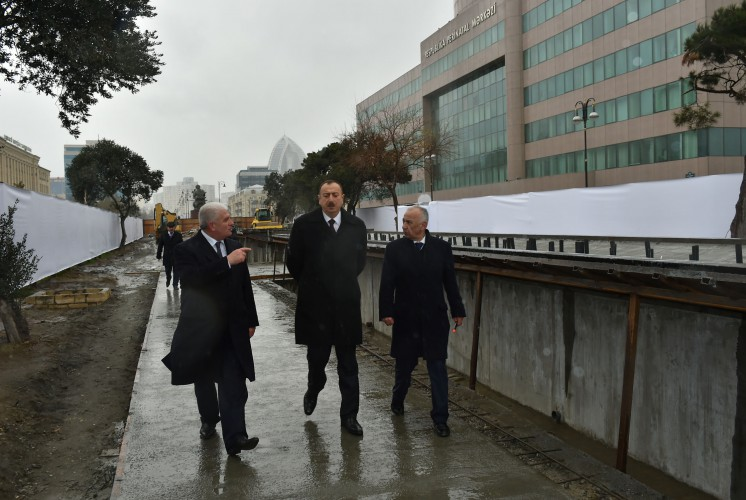 Azerbaijani president reviews construction at fountain and waterfall complex in Khatai - Gallery Image