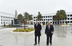 Prezident İlham Əliyev Sabirabadda ulu öndər Heydər Əliyevin abidəsini ziyarət edib (FOTO) - Gallery Thumbnail