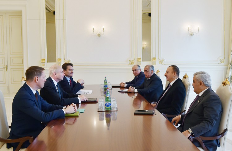 Azerbaijani president receives BP Group Chief Executive (PHOTO)