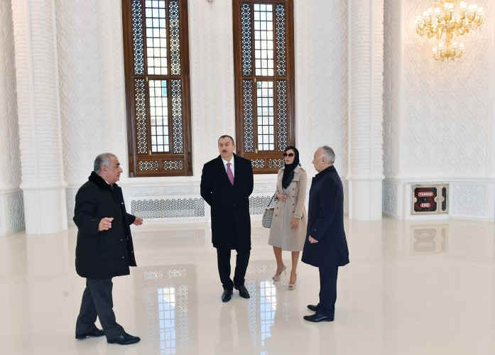 Azerbaijani president and his spouse review final stage of construction of Heydar Mosque