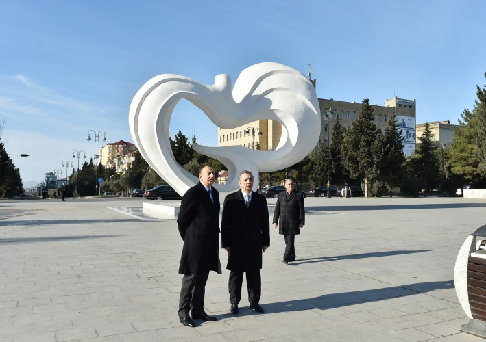 President Ilham Aliyev reviewed the ongoing reconstruction work in park in Sumgayit