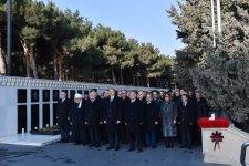 Azerbaijani president pays tribute to martyrs (PHOTO) - Gallery Thumbnail