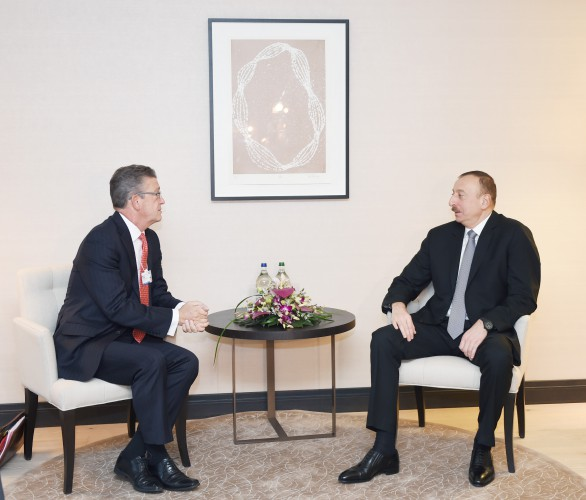 Azerbaijani president meets with Swiss Re Global Partnership head in Davos