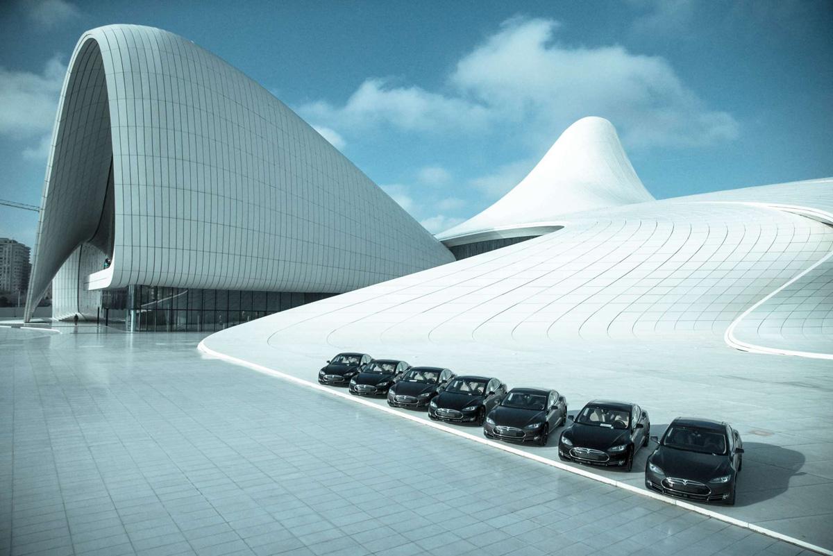 В Баку началась продажа автомобилей «Tesla» (ФОТО)