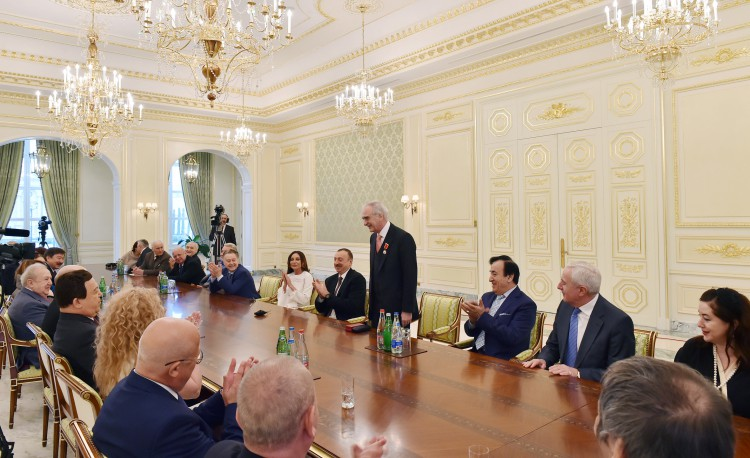President Aliyev, his spouse met with group of prominent culture and art figures - Gallery Image
