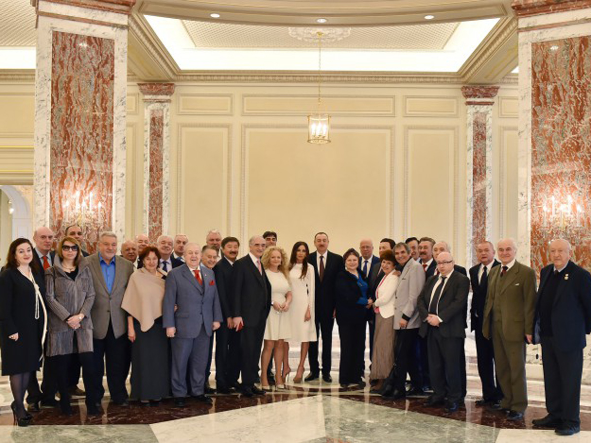 President Aliyev, his spouse met with group of prominent culture and art figures