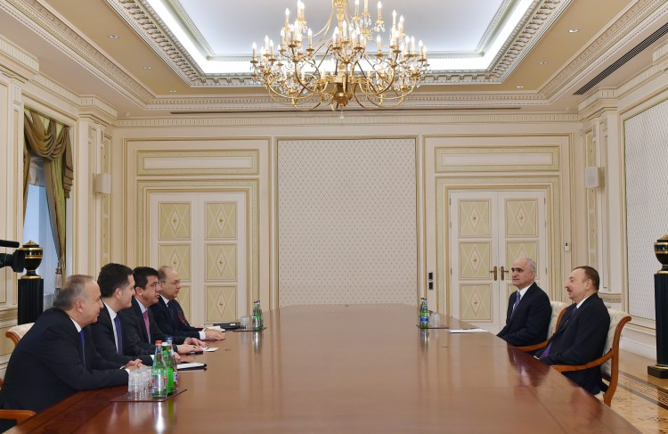 Президент Азербайджана принял делегацию во главе с министром экономики Турции