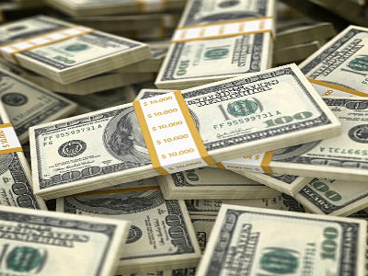 Dolar yeni haftaya 3,04'ü aşarak başladı