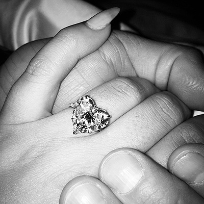 Lady Gaga is engaged to Taylor Kinney (PHOTO) - Gallery Image