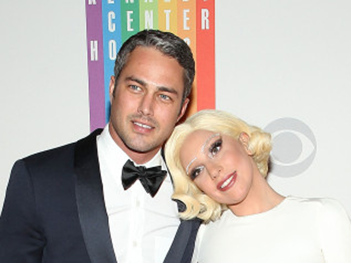 Lady Gaga is engaged to Taylor Kinney (PHOTO)