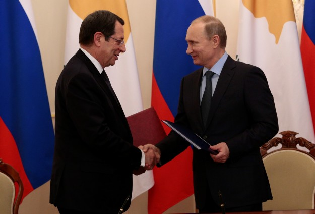 Greek Cypriots sign military deal with Russia