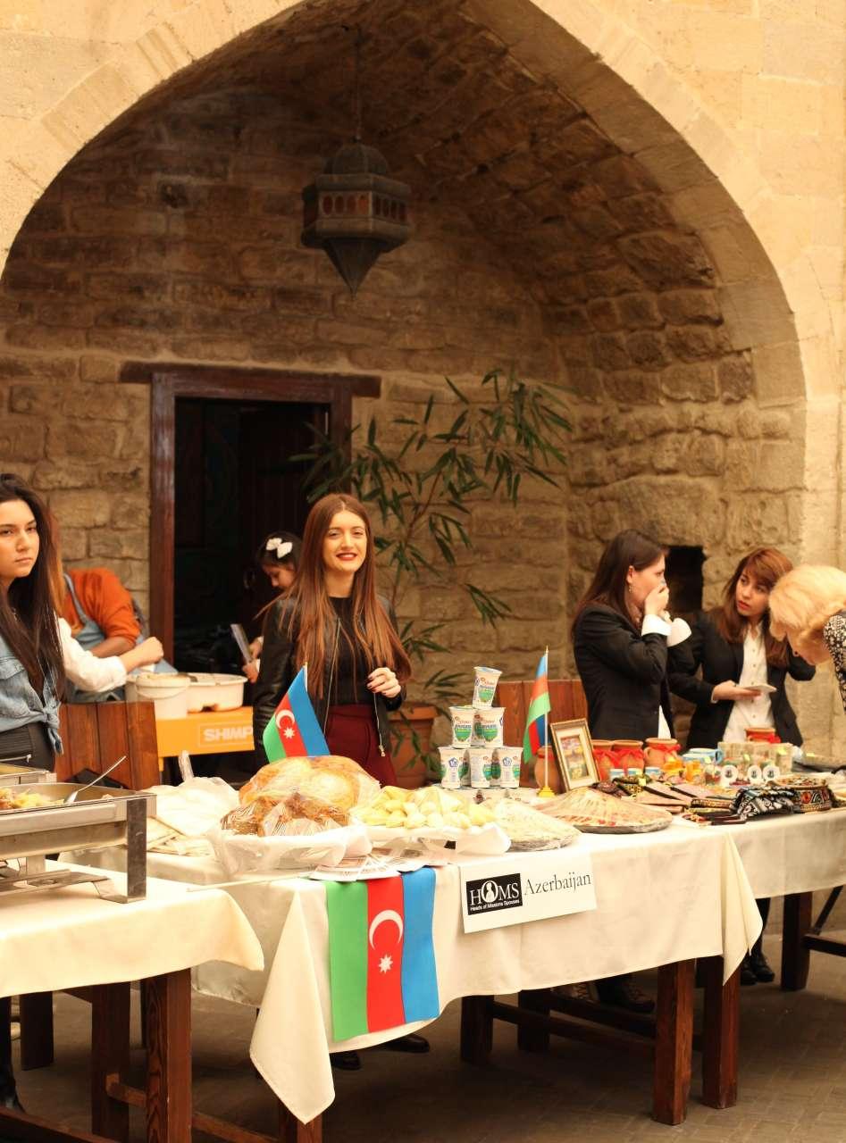 Жены послов провели в Баку праздничную ярмарку (ФОТО) - Gallery Image