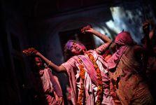 Hindistanın rəngarəng dul qadınları (FOTO) - Gallery Thumbnail