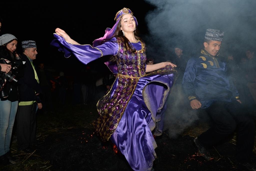 В Азербайджане прошел конкурс по битве на куриных яйцах (ФОТО) - Gallery Image