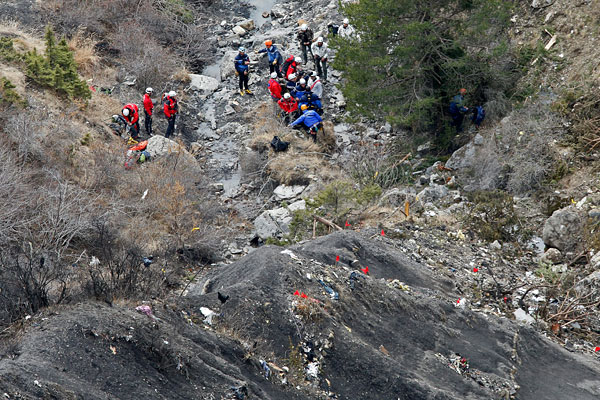 Pilot locked out of cockpit before Germanwings crash: report