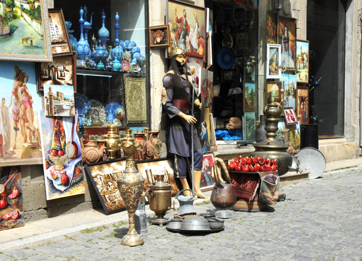 Pərakəndə ticarət dövriyyəsi artıb