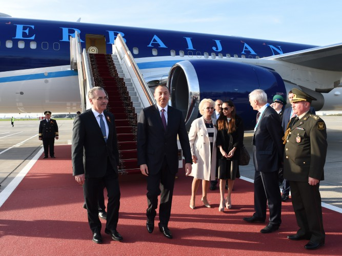 President Ilham Aliyev and his spouse arrive in Russia on working visit