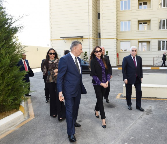 Azerbaijan's first lady Mehriban Aliyeva attends opening of building for IDP families in Khirdalan (PHOTO) - Gallery Image