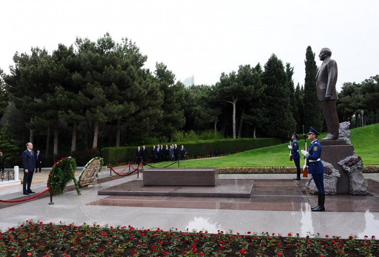 Secretary of Russian Security Council pays respect to national leader Heydar Aliyev
