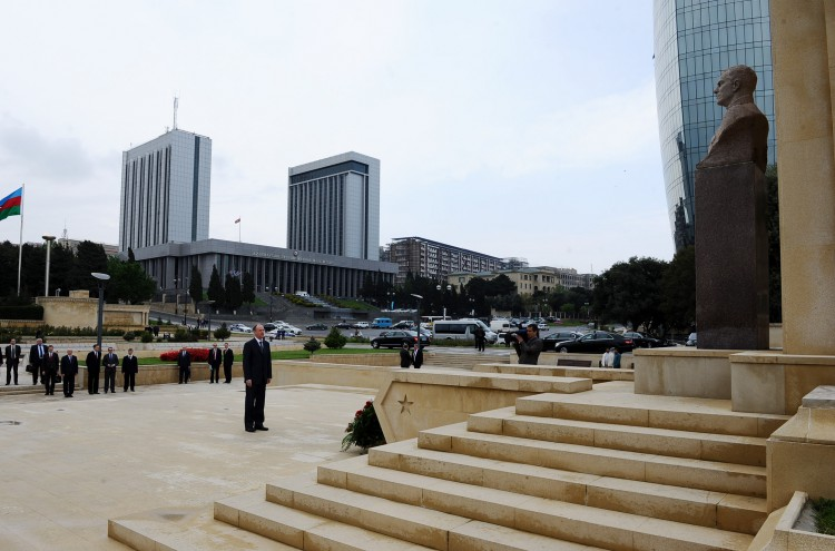 Secretary of Russian Security Council pays respect to national leader Heydar Aliyev - Gallery Image