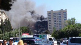 Massive fire erupts in residential building in Baku (UPDATE) (PHOTO,VIDEO) - Gallery Thumbnail
