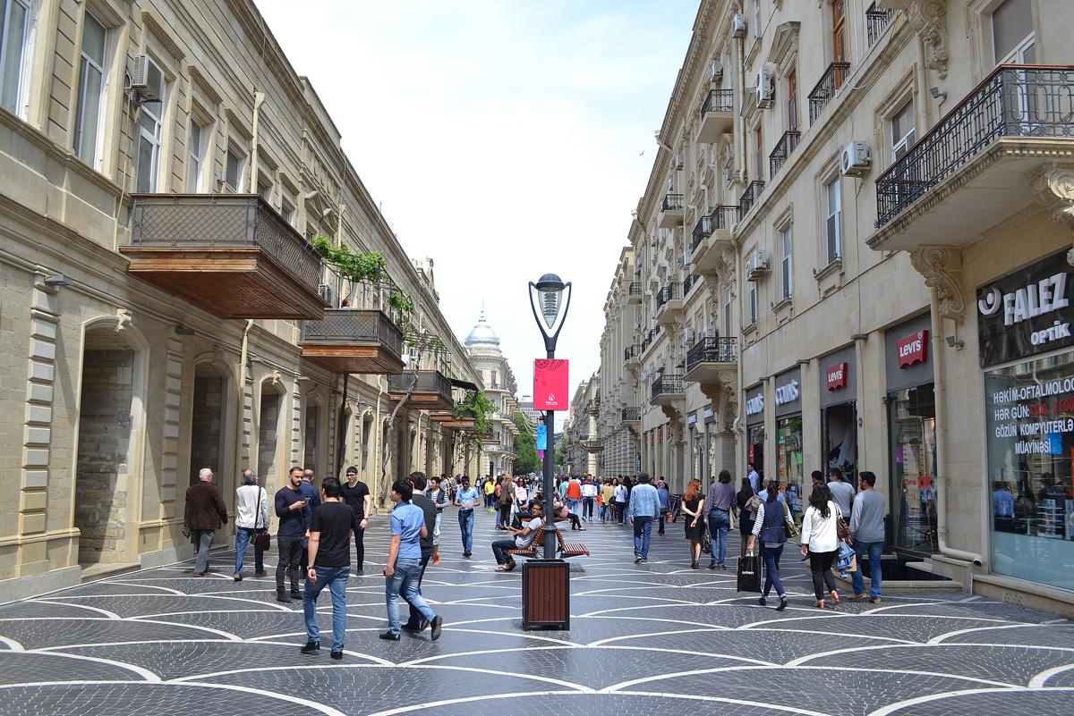 Heart of Baku: walking along Torgovaya street, Fountain Square (PHOTO) - Gallery Image