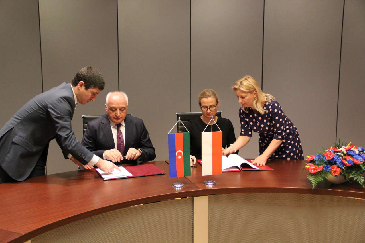 Azerbaijan, Poland sign agreement on maritime transport