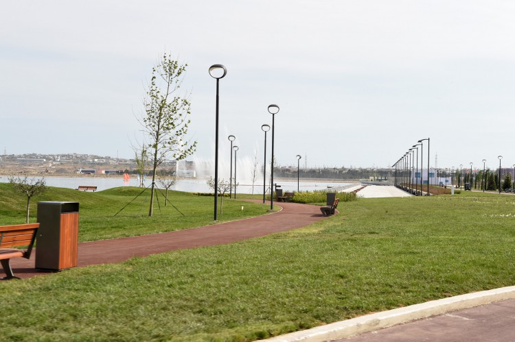 Azerbaijani president and his spouse attend opening of Boyukshor boulevard and park (PHOTO) - Gallery Image
