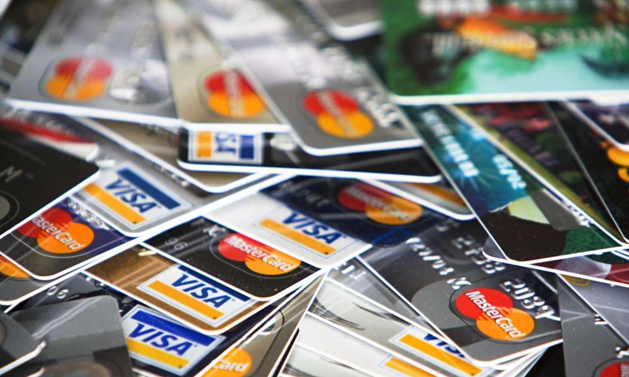 Azerbaycan bankaları ATM kartlarından para çekimi zamanı döviz değiminde komisyonu artırıyor