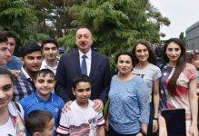 Prezident İlham Əliyev və xanımı Bakı Ağ Şəhər bulvarının açılışında iştirak ediblər (FOTO) - Gallery Thumbnail