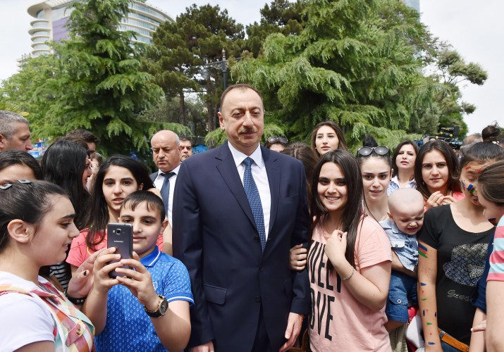 Azerbaijani president and his spouse attend opening of Baku White City boulevard - Gallery Image