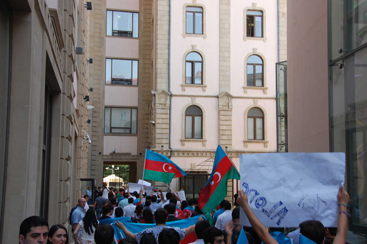 Rally held in front of British embassy in Azerbaijan - Gallery Image