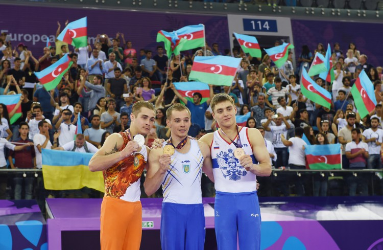 Azerbaijan's First Lady Mehriban Aliyeva awards gymnastics winners of Baku 2015 (PHOTO) - Gallery Image