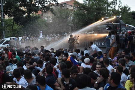 Rally in Yerevan leads to use of water cannons against protesters, arrests