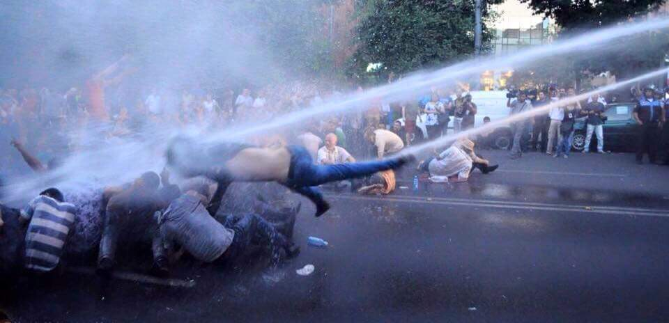 Protesters in Yerevan  put forward  ultimatum to president